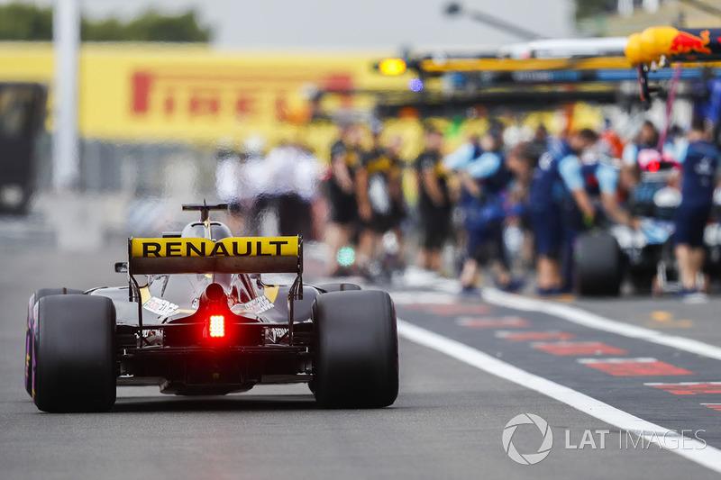 Nico Hulkenberg, Renault Sport F1 Team R.S. 18, di pit lane