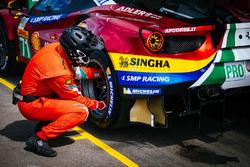 #71 AF Corse Ferrari 488 GTE EVO: Davide Rigon, Sam Bird, in the pits