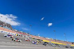 Chris Buescher, JTG Daugherty Racing, Chevrolet Camaro Natural Light e Ryan Newman, Richard Childress Racing, Chevrolet Camaro Caterpillar