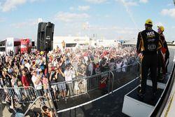 Fans en el BTCC pitlane