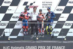 Podium: segundo, Danilo Petrucci, Pramac Racing, ganador, Marc Marquez, Repsol Honda Team, tercero, Valentino Rossi, Yamaha Factory Racing