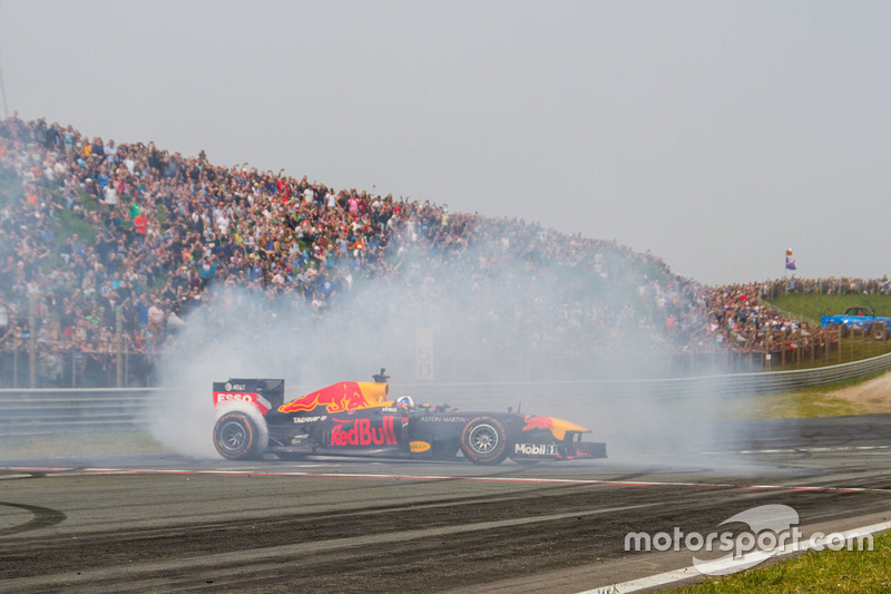 David Coulthard fait des donuts