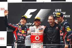 Podium: second place Sebastian Vettel, Red Bull Racing, Race winner Lewis Hamilton, McLaren, Jonathan Neale, McLaren Managing Director, third place Mark Webber, Red Bull Racing
