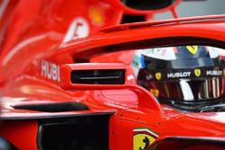 Detalle del espejo del ala Ferrari SF71H