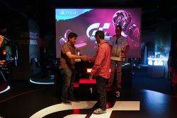 Turnuva galibi Cem Bölükbaşı, turnuva podyumu ve Sercan Sülün, Sony