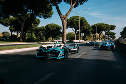 Nelson Piquet Jr., Jaguar Racing leads Lucas di Grassi, Audi Sport ABT Schaeffler leads Sébastien Bu
