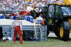 Ricardo Zonta, Toyota TF105, after his crash