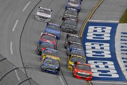 Cody Coughlin, ThorSport Racing Toyota y Clay Greenfield, Titan Paint Sprayers Chevrolet Silverado