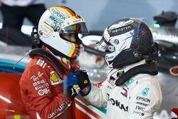 Valtteri Bottas, Mercedes AMG F1, Sebastian Vettel, Ferrari en Parc Ferme