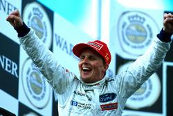 Podium: race winner Johnny Herbert, Stewart Grand Prix