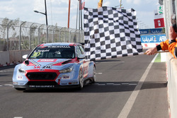 Le vainqueur Gabriele Tarquini, BRC Racing Team Hyundai i30 N TCR