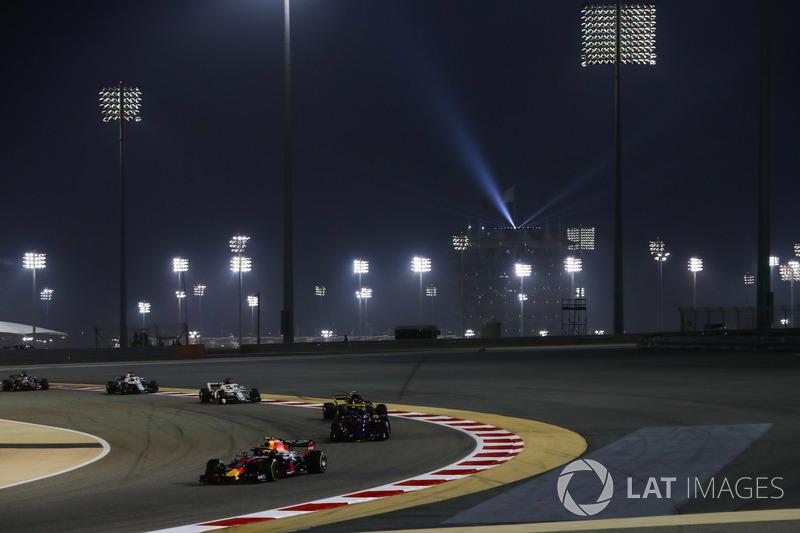 Max Verstappen, Red Bull Racing RB14 Tag Heuer, Brendon Hartley, Toro Rosso STR13 Honda, y Carlos Sainz Jr., Renault Sport F1 Team R.S. 18