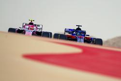 Brendon Hartley, Scuderia Toro Rosso STR13 and Esteban Ocon, Force India VJM11