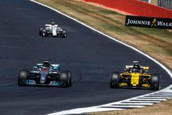 Lewis Hamilton, Mercedes-AMG F1 W09 et Nico Hulkenberg, Renault Sport F1 Team R.S. 18