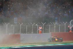 L'incidente di Max Verstappen Red Bull Racing RB14