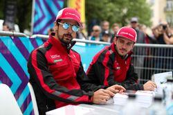 Lucas di Grassi, Audi Sport ABT Schaeffler, Daniel Abt, Audi Sport ABT Schaeffler, signe des autographes