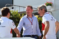 Xevi Pujolar, ingénieur de piste en chef, Sauber, et Jos Verstappen