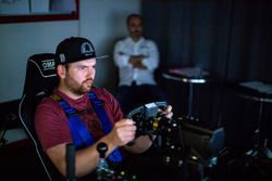 Profirennfahrer Andreas Simonsen im Simulator der Pergolini Academy