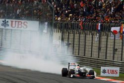 Sergio Pérez, Sauber C31 locks up