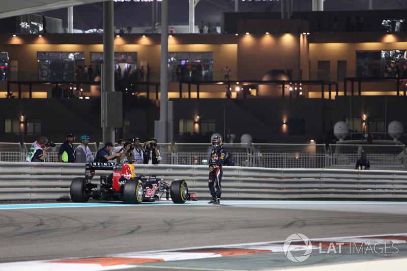 …но после быстрого круга по просьбе команды остановил машину на трассе, чтобы уложиться в лимит по количеству оставшегося в баках топлива