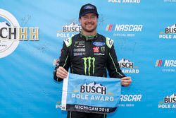 Ganador de la pole Kurt Busch, Stewart-Haas Racing, Ford Fusion Monster Energy / Haas Automation