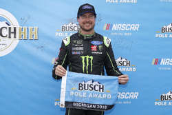 Kurt Busch, Stewart-Haas Racing, Ford Fusion Monster Energy / Haas Automation, pole award