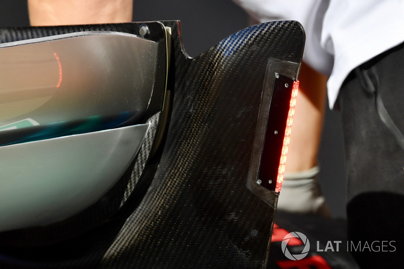 Mercedes-AMG F1 W09 detalle de luces de ala trasera