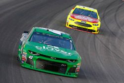Kyle Larson, Chip Ganassi Racing, Chevrolet Camaro Clover e Paul Menard, Wood Brothers Racing, Ford Fusion Menards / Atlas