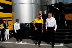 Jerome Stoll, Director of Renault Sport F1, Alain Prost, Renault Sport F1 Team Special Advisor, Cyri