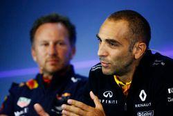 Christian Horner, director del equipo, Red Bull Racing, Cyril Abiteboul, Director General de Renault