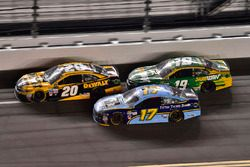 Matt Kenseth, Joe Gibbs Racing Toyota, Ricky Stenhouse Jr., Roush Fenway Racing Ford, Daniel Suárez,
