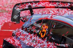 Les vainqueurs Thierry Neuville, Nicolas Gilsoul, Hyundai Motorsport