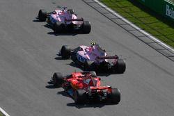 Sergio Perez, Sahara Force India VJM10, Esteban Ocon, Sahara Force India VJM10, Sebastian Vettel, Fe
