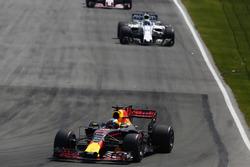Daniel Ricciardo, Red Bull Racing RB13, Felipe Massa, Williams FW40