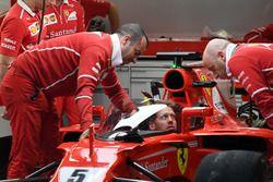 Sebastian Vettel, Ferrari SF70H con il dispositivo shield installato sulla sua monoposto