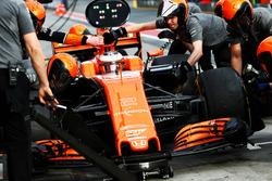Тренировка пит-стопа: Стоффель Вандорн, McLaren MCL32