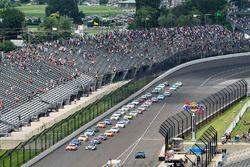 Start: Kyle Busch, Joe Gibbs Racing Toyota Kevin Harvick, Stewart-Haas Racing Ford lead