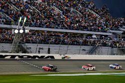 Kurt Busch, Stewart-Haas Racing Ford takes the checkered flag