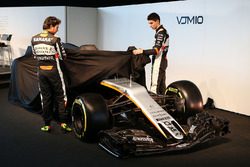 Sergio Perez, Sahara Force India F1 et son équipier Esteban Ocon, Sahara Force India F1 Team dévoilent la Sahara Force India F1 VJM10