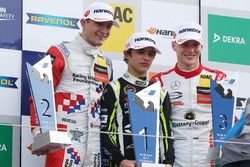 Podio: il vincitore della gara Lando Norris, Carlin, Dallara F317 - Volkswagen, il secondo classificato Jake Dennis, Carlin, Dallara F317 - Volkswagen; il terzo classificato Maximilian Günther, Prema Powerteam, Dallara F317 - Mercedes-Benz