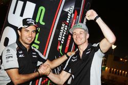 Sergio Perez, Sahara Force India F1 et Nico Hulkenberg, Sahara Force India F1 lors d'un événement Hype Energy Drink