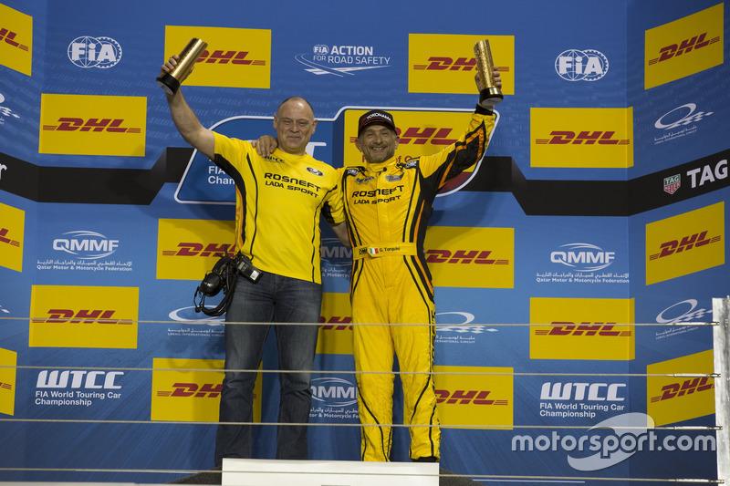 Podium: Race winner Gabriele Tarquini, LADA Sport Rosneft