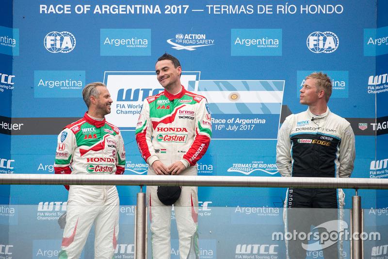 Podium: winner Norbert Michelisz, Honda Racing Team JAS, second place Tiago Monteiro, Honda Racing T