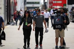 Fernando Alonso, McLaren y Silvia Hoffer Frangipane, Jefe de prensa de McLaren
