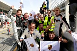 The team of #911 Herberth Motorsport Porsche 991 GT3 R: Daniel Allemann, Ralf Bohn, Robert Renauer, Alfred Renauer, Brendon Hartley celebrate