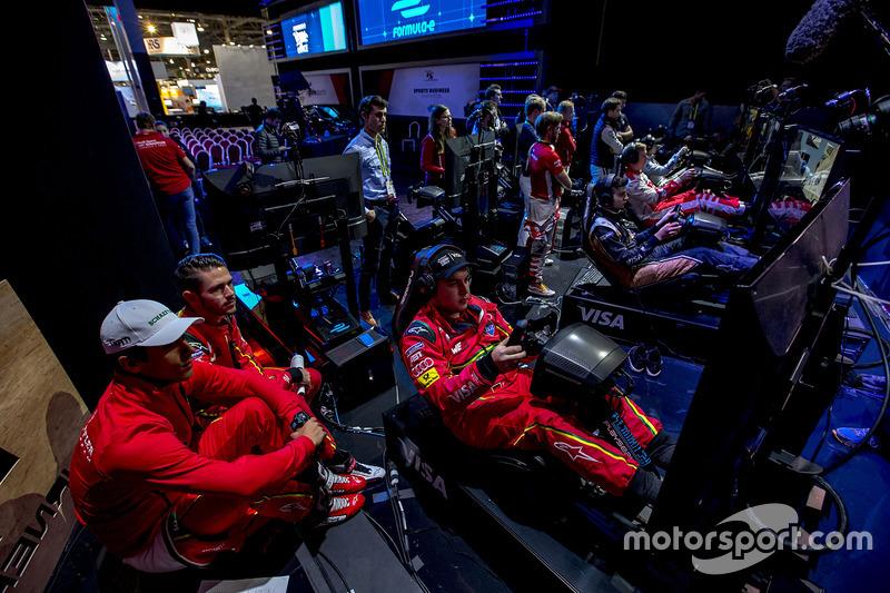 Lucas Di Grassi, ABT Schaeffler Audi Sport Y Daniel Abt, ABT Schaeffler Audi Sport veN A su compañero de equipo Patrik Holzmann
