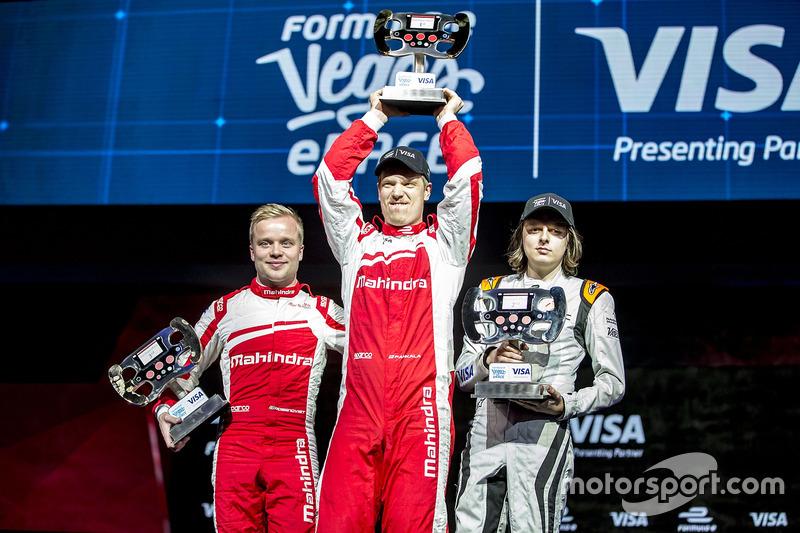 Podium: 3er lugar, Felix Rosenqvist, Mahindra Racing, 1ro, Olli Pahkala, Mahindra Racing y 2do, Bono