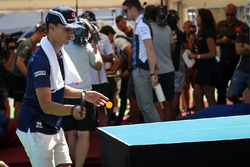 Pascal Wehrlein, Sauber plays table tennis