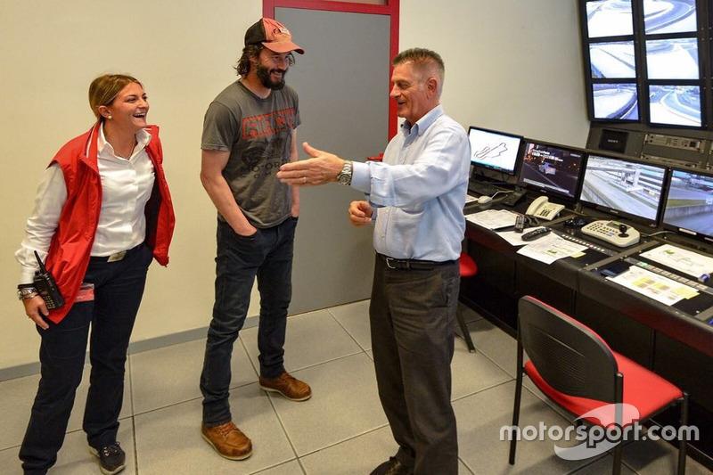 Keanu Reeves en el Control de carrera de Mugello