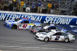 Brad Keselowski, Team Penske Ford, Kasey Kahne, Hendrick Motorsports Chevrolet, A.J. Allmendinger, J